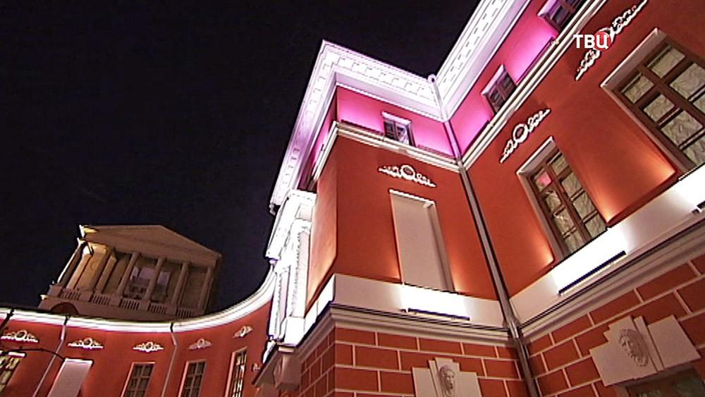Ночная подсветка Музея современной истории России