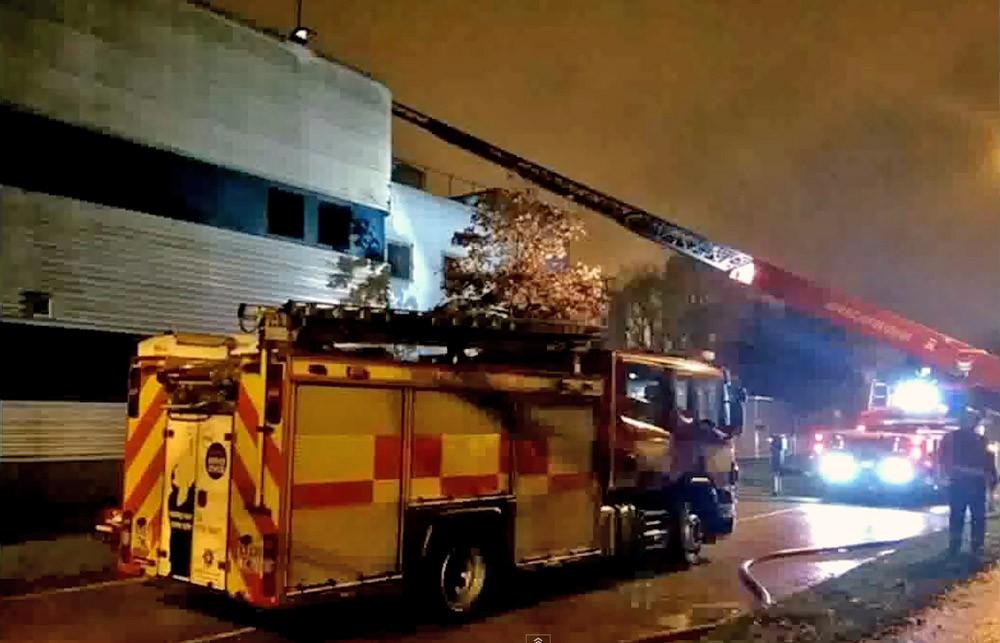 Пожарные Великобритании на месте возгорания