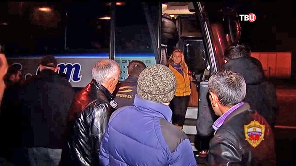 Пассажиры автобуса дальнего следования