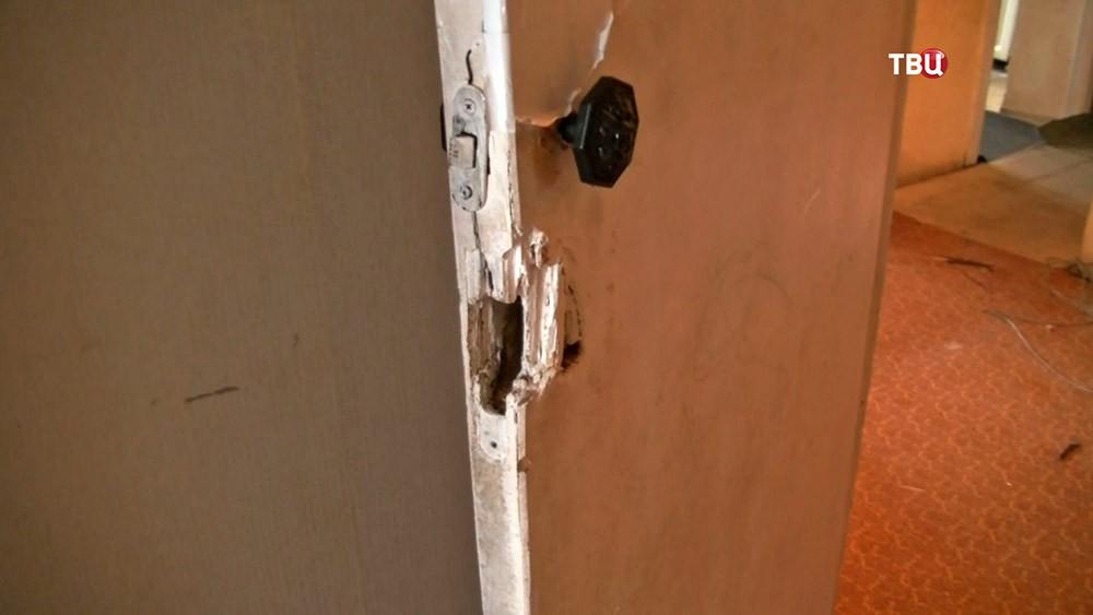 Взломанная дверь в квартире