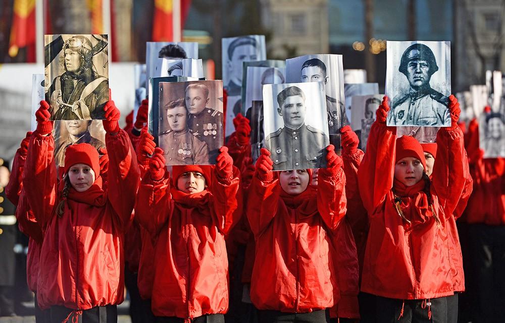 """Участники торжественного марша """"Бессмертный полк"""""""