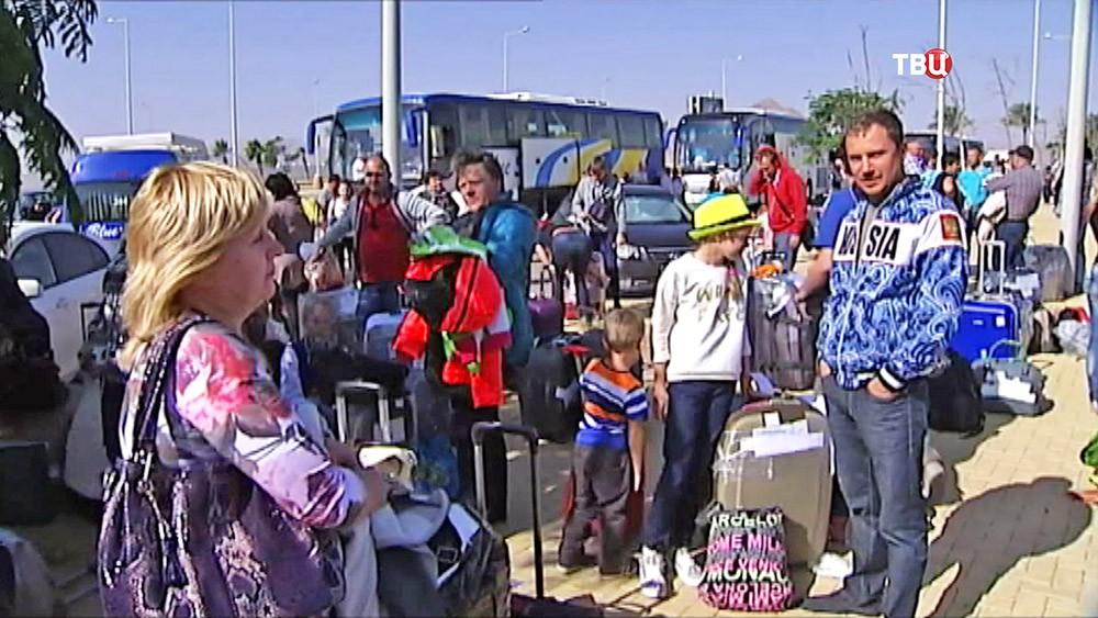 Российские туристы в аэропорту Шарм-эль-Шейха