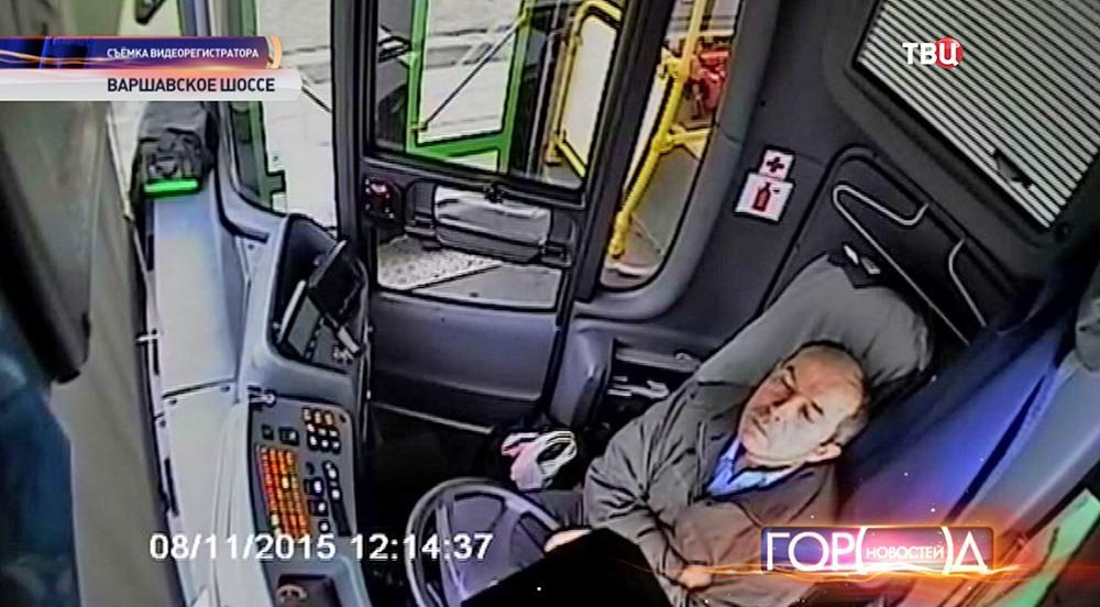 Водитель заснул за рулем автобуса