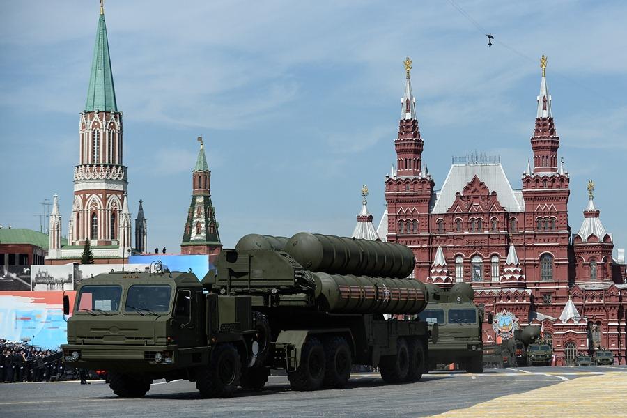 """С-400 """"Триумф"""" на фоне Кремля"""