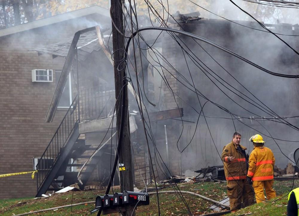 Пожарные США на месте крушения самолёта
