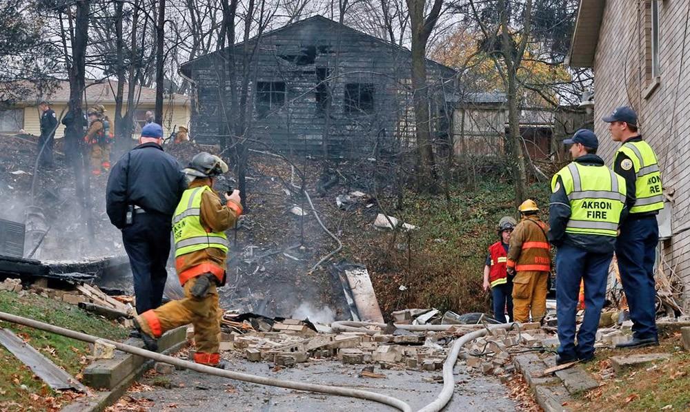 Полиция города Акрон, США, на месте падения самолёта