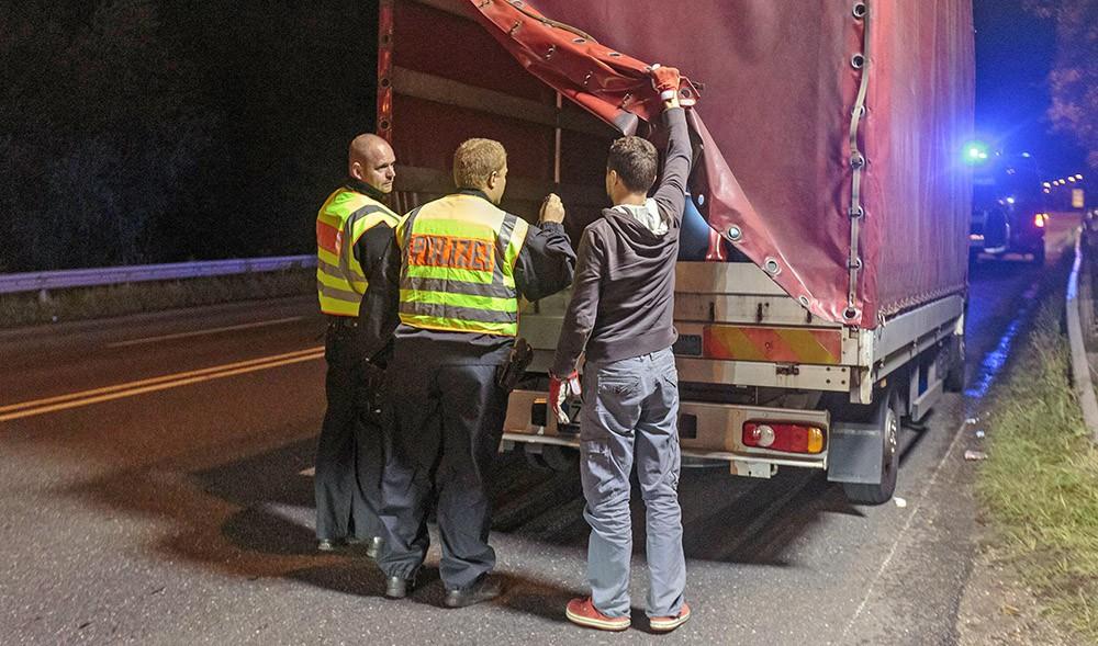 Европейская полиция проверяет грузовик