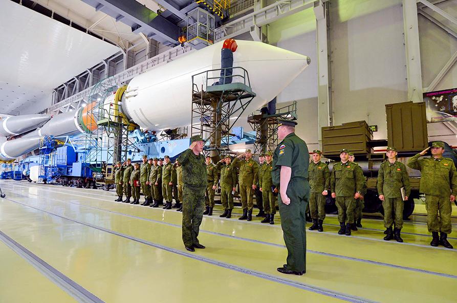 Подготовка запуска военного спутника
