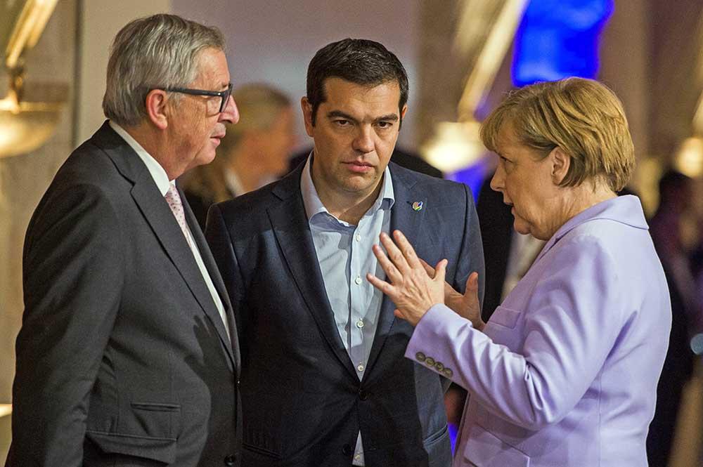Президент Европейской комиссии Жан-Клод Юнкер, премьер-министр Греции Алексис Ципрас и канцлер Германии Ангела Меркель