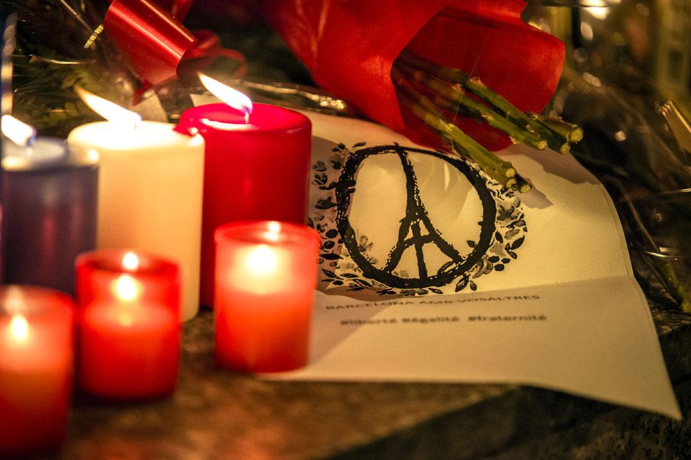 Траур по погибшим от теракта во Франции