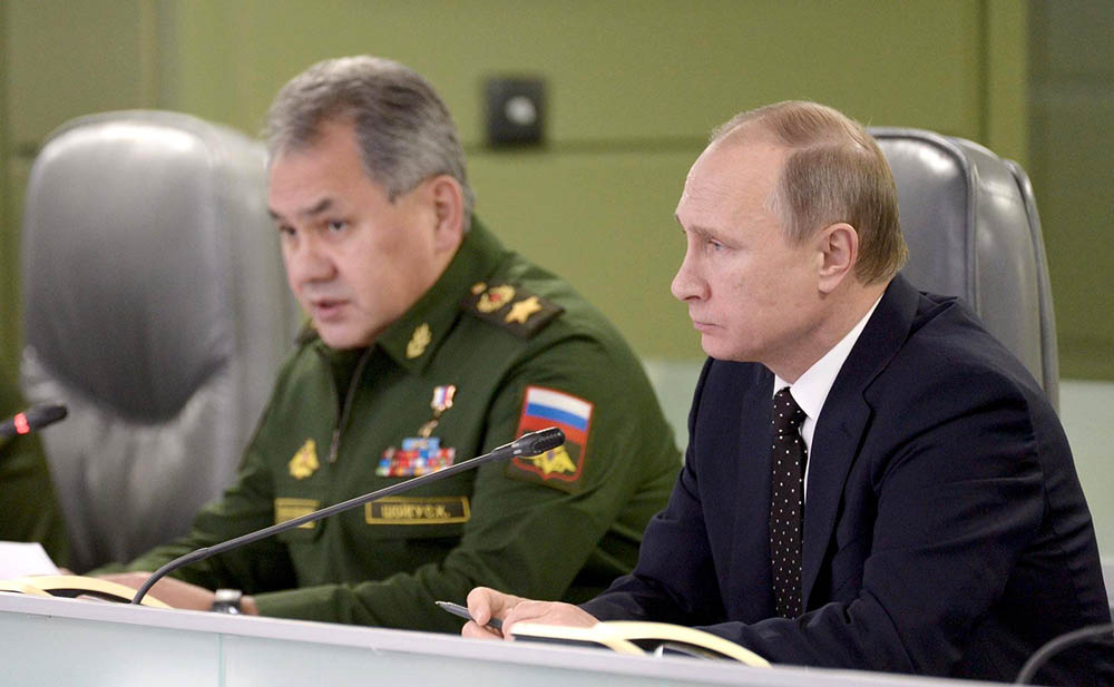 Владимир Путин и Министр обороны Сергей Шойгу