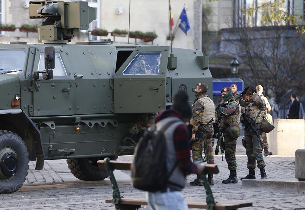 Военный патруль на одной из улиц Брюсселя