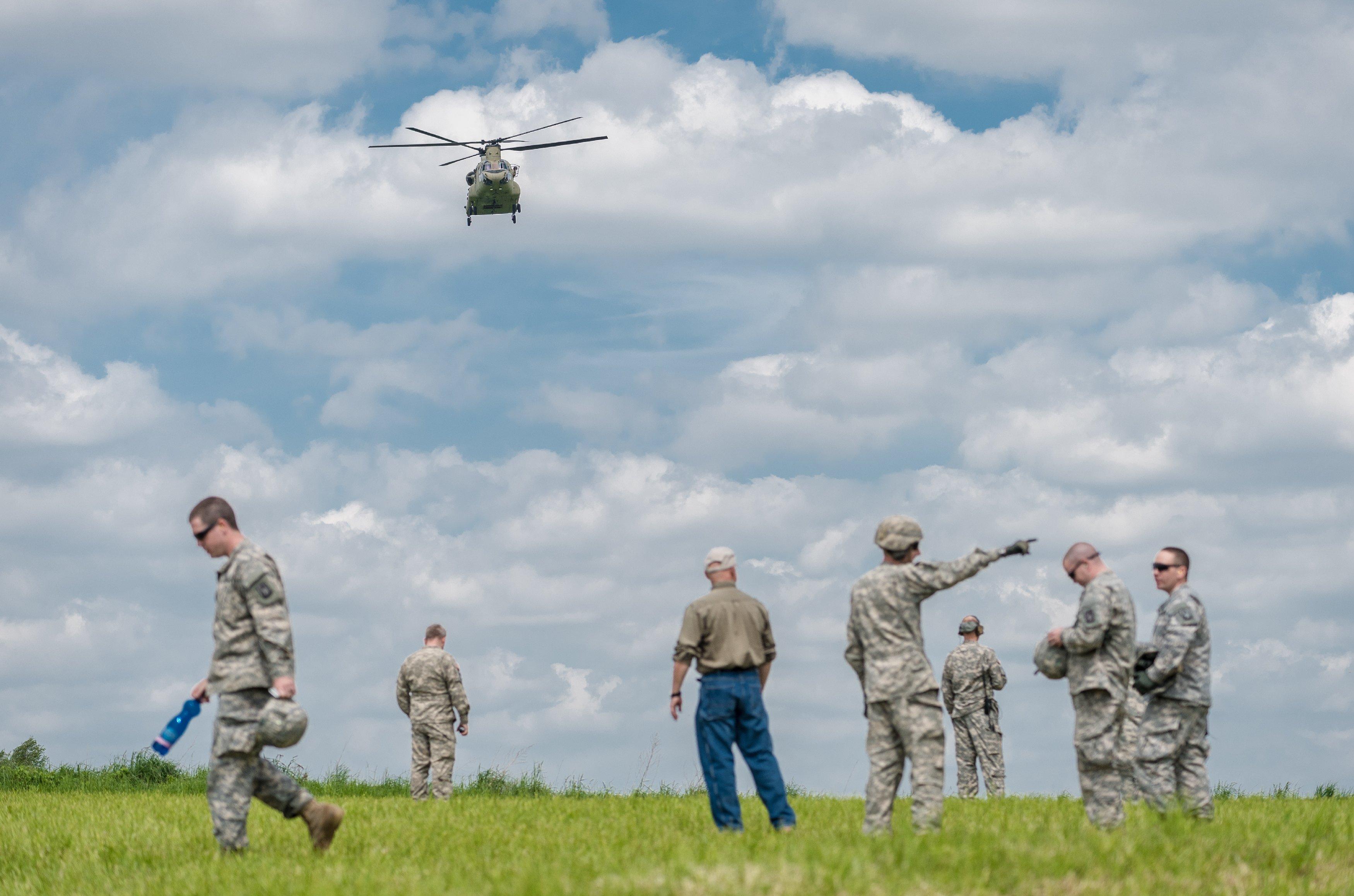 "Вертолёт Sikorsky UH-60 Black Hawk ""(Чёрный ястреб"")"