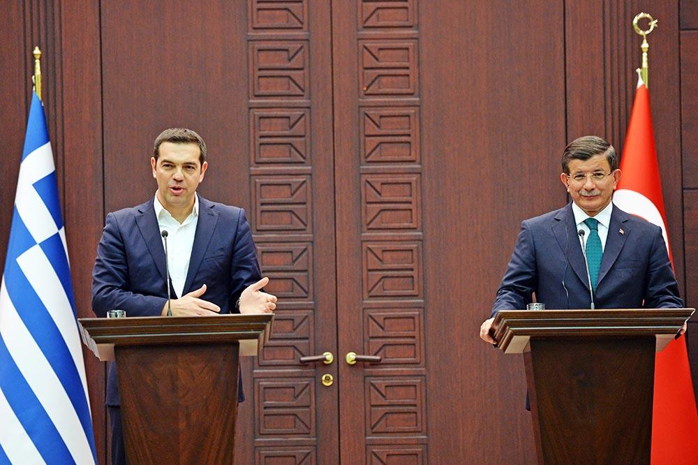 Премьер-министры Греции Алексис Ципрас и Турции Ахмет Давутоглу
