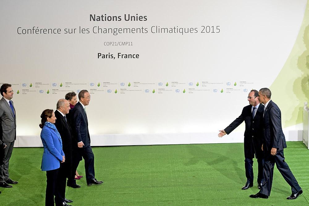 Франсуа Олланд встречает Барака Обаму, прибывшего на Климатический саммит в Париже