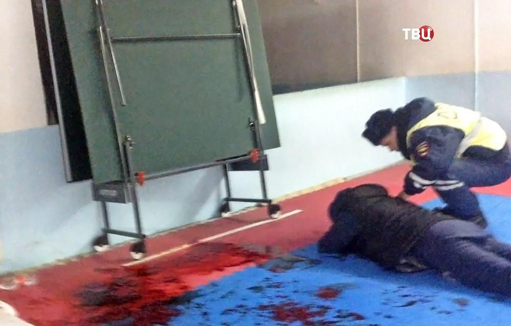 Полиция на месте стрельбы в спортклубе в Саратове
