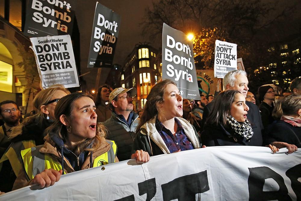 Митинг в Лондоне против участия Великобритании в военной операции в Сирии