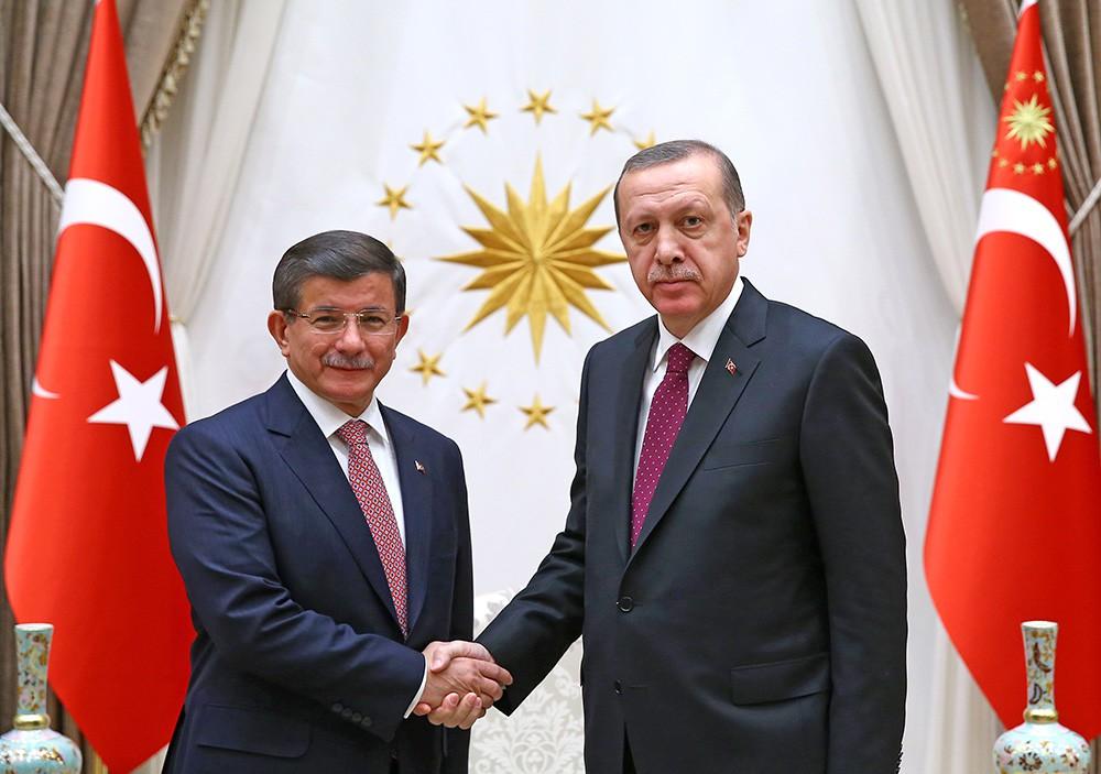 Премьер-министр Турции Ахмет Давутоглу и президент Турции Реджеп Тайип Эрдоган
