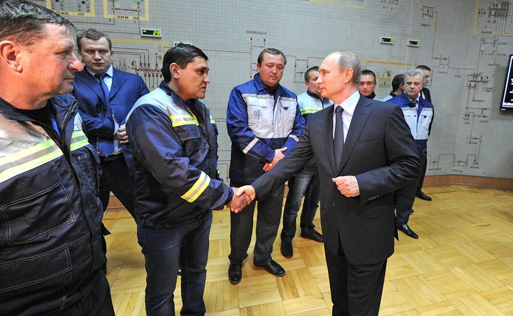 Президент России Владимир Путин запустил подачу электроинергии для Крыма