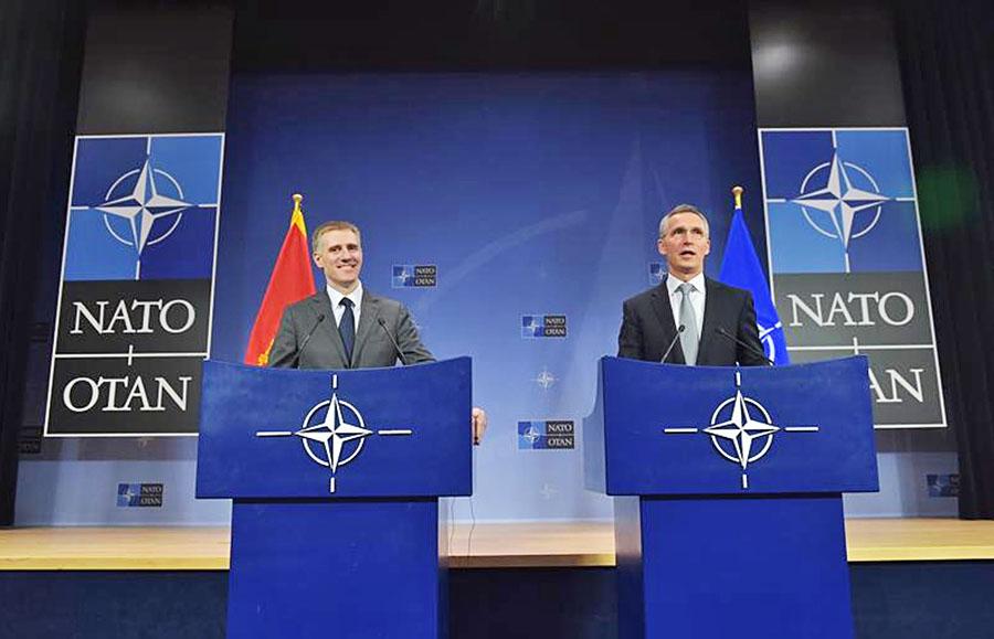 Министр иностранных дел и европейской интеграции Черногории Игорь Лукшич и генсек НАТО Йенс Столтенберг в Черногории