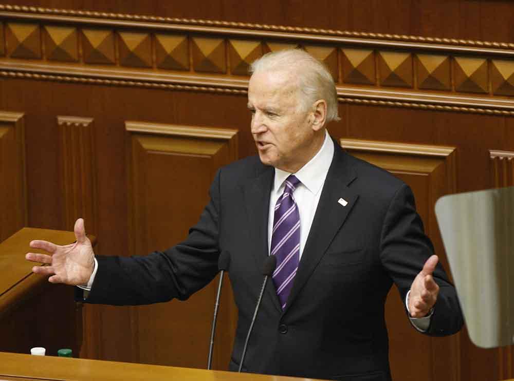 Вице-президент США Джо Байден выступает на заседании Верховной Рады Украины в Киеве