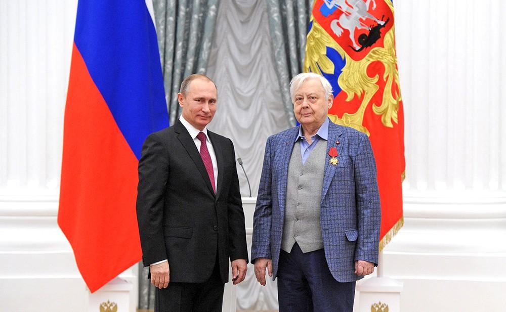 Президент России Владимир Путин и худрук – директор Московского художественного театра имени А.П.Чехова Олег Табаков