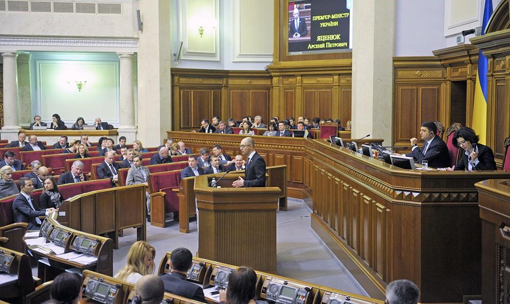 Премьер-министр Украины Арсений Яценюк выступает в Верховной Раде