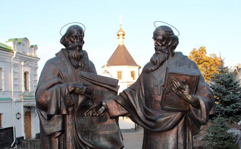 Памятник в Киево-Печерской лавре