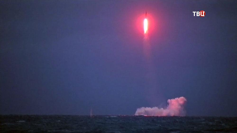 """Пуск баллистической ракеты """"Синева"""" с борта атомного ракетного крейсера"""