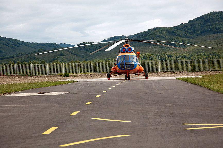 """Вертолет Ми-8 авиакомпании """"Витязь-Аэро"""" готовится взлетать с вертолетной площадки на Камчатке"""