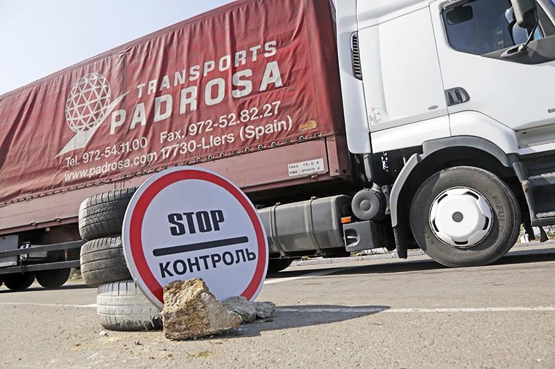 Блокада автомобильной трассы на границе Украины и Крыма