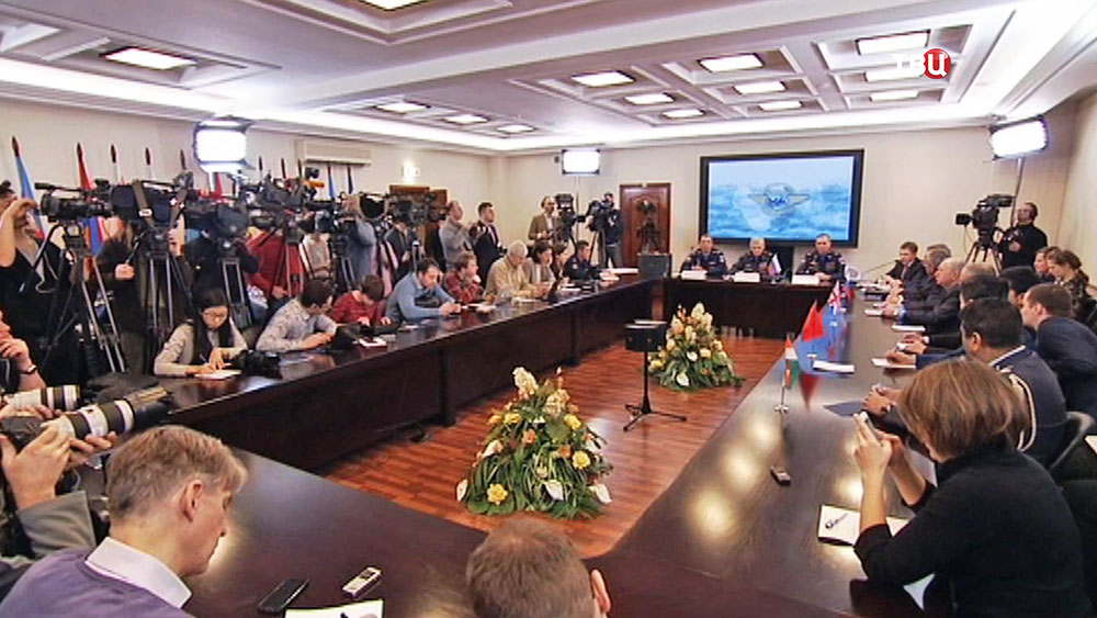 Брифинг Минобороны Российской Федерации на тему начала расшифровки бортового самописца сбитого ВВС Турции российского военного самолета Су-24