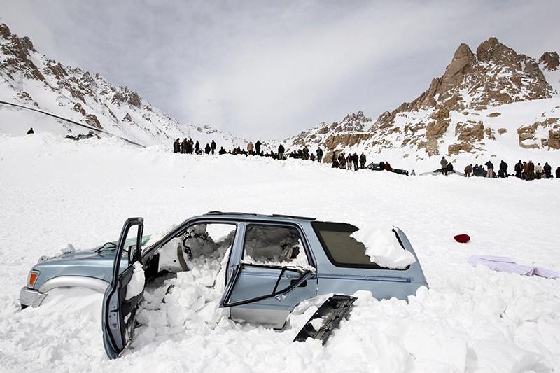 На месте схода снежной лавины