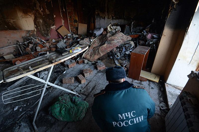Сотрудник МЧС России в квартире, где произошел взрыв бытового газа
