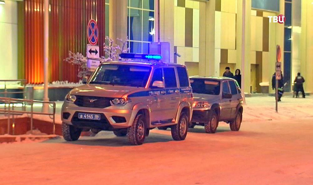 Полиция Сургута у ТЦ
