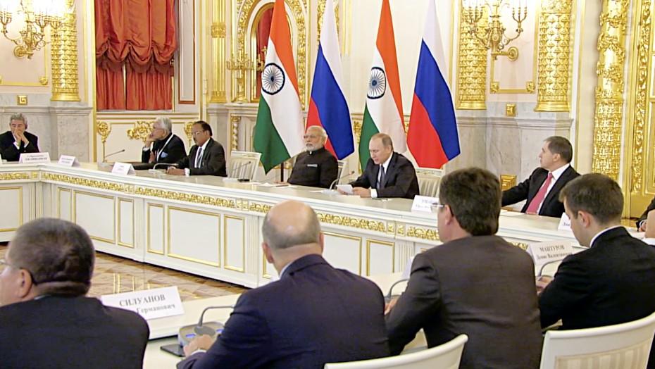 Владимир Путин и Нарендра Моди на встрече с представителями деловых кругов России и Индии