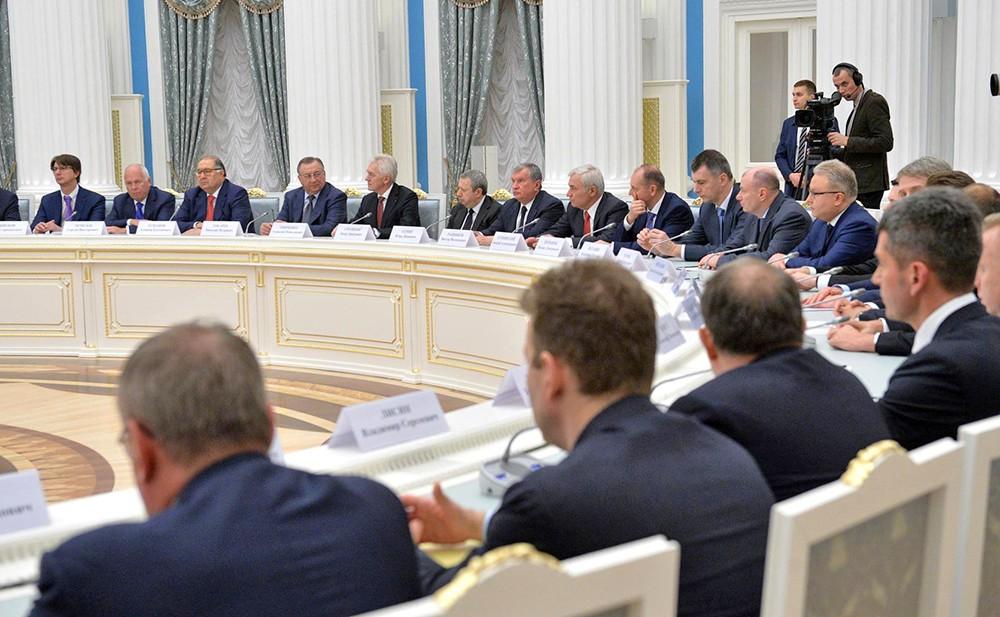 Владимир Путин встретился с представителями российского бизнес-сообщества