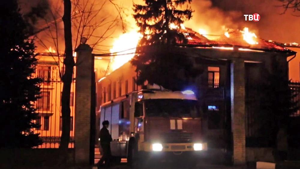 Пожарные на месте возгорания в санатории ФСБ