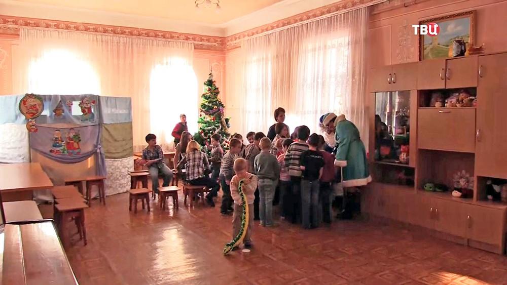 Детям Крыма привезли новогодние подарки