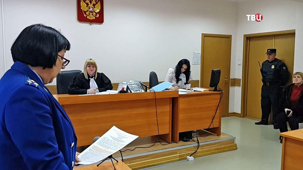 Суд над бывшей завотделением роддома Тулы Галиной Сундеевой