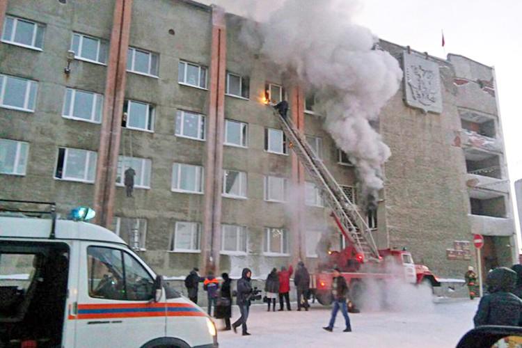 Пожар в мэрии города Дудинки в Красноярском крае
