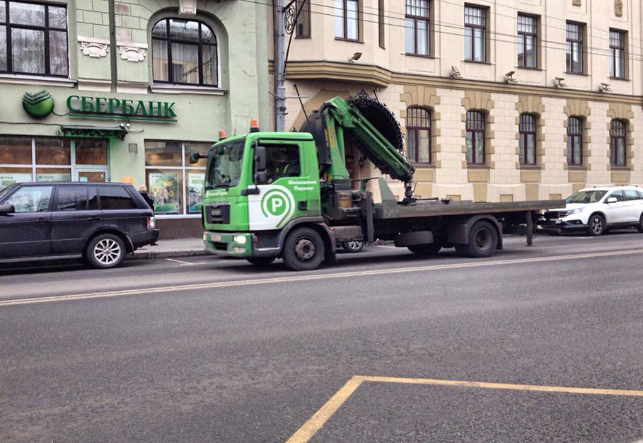 Эвакуатор на улице Москвы