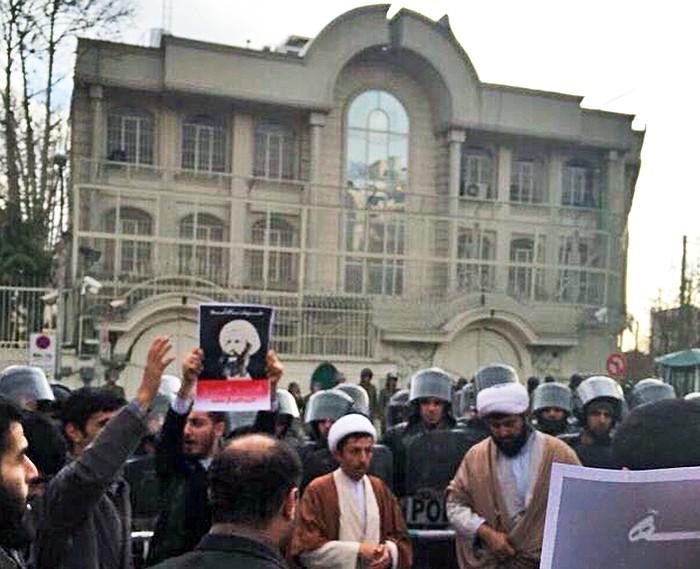 Митинг у здания посольства Саудовской Аравии в Иране