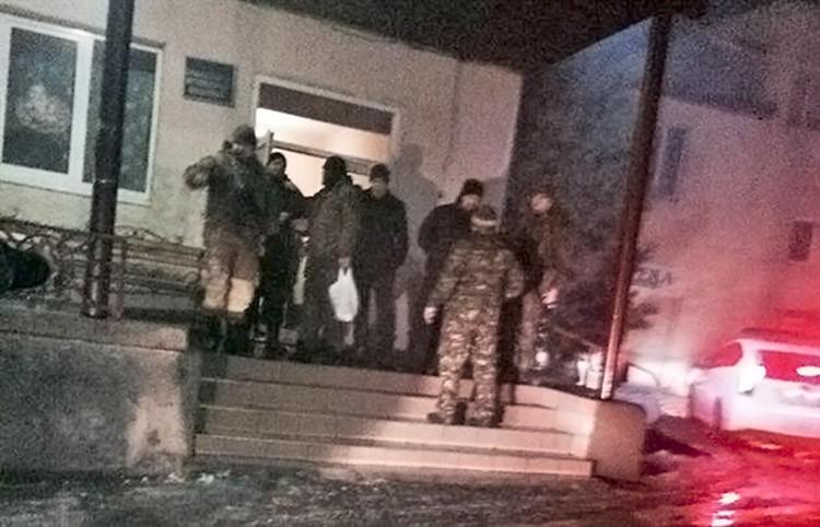 """Активисты """"Правого сектора"""" на турбазе в Закарпатье"""