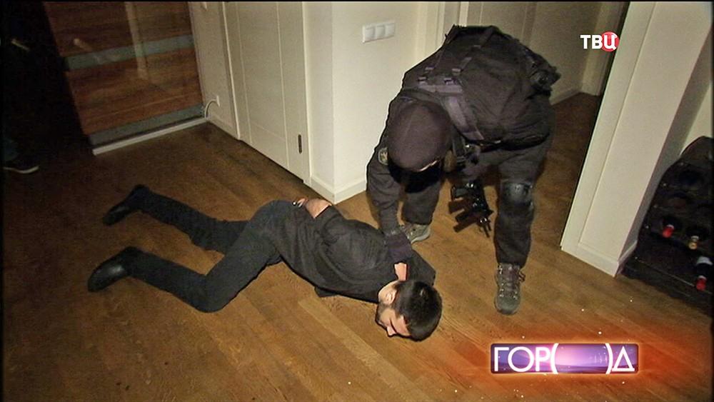 Спецназ проводит задержание