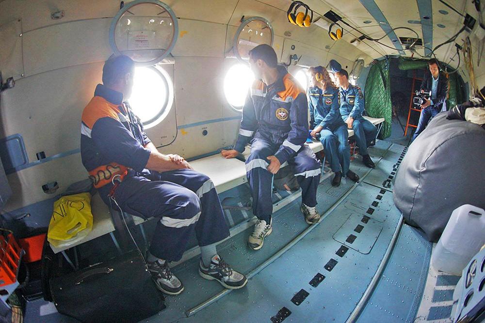 Поисково-спасательная операция МЧС на месте происшествия