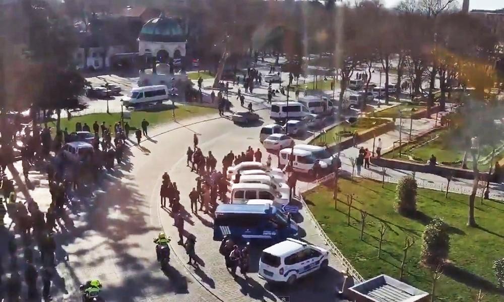 Экстренные службы Турции на месте взрыва в Стамбуле