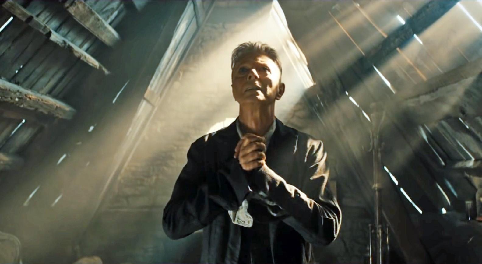 Кадр из клипа Дэвида Боуи Blackstar
