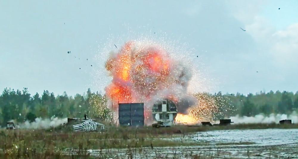 """Подрыв ракеты 9М38М1 у фюзеляжа самолета Ил-86 в ходе натурного эксперимента концерна ПВО """"Алмаз – Антей"""""""