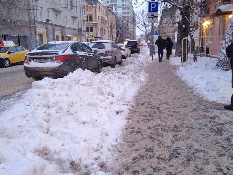 Сугробы в Москве